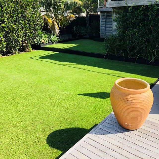 A throwback to a sunny time ☀️  With our NomoCool installed in this classy backyard in Auckland 🇳🇿 !   Another nice job by @gameonturf_ltd 👌
