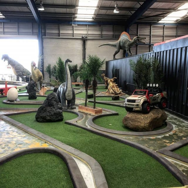 New week, new discovery ! 💫  Did you know that synthetic turf can also be a nice indoor solution ?  Here is a quite unique example for a mini putt in Auckland ! ⛳ 🇳🇿  Who wants to play with the Dinos ? 🦖🦕