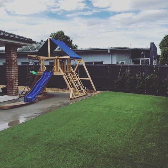 A perfect install completed in West Hoxton by Synthetic Landscape Systems. The product used was our popular Summer Prestige 35mm. A perfect solution to brighten up your backyard. Well done. #SyntheticLandscapeSystems #SyntheticTurf #SyntheticGrass #Sydney #Backyard #Residential #AustralianMade #Australia #Living #FieldTurfAustralia